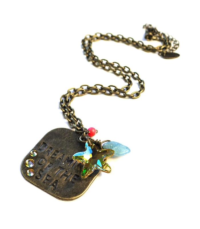 http://www.lesbijouxacidules.com/shop/108-thickbox_default/boucles-d-oreilles-santa-muerte-violettes.jpg